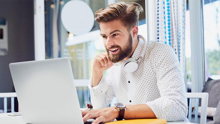 Mann verbessert Akkulaufzeit seines MacBooks mit Update