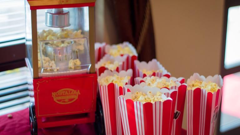 Popcorn selber machen mit Popcornmaschine für zu Hause