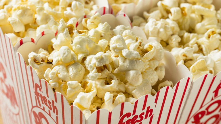 Popcorn aus der Popcornmaschine