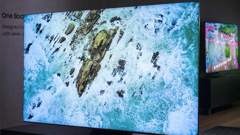 Samung zeigt auf CES 8K-QLED-TV – mit 99 % Screen-to-Body-Ratio!