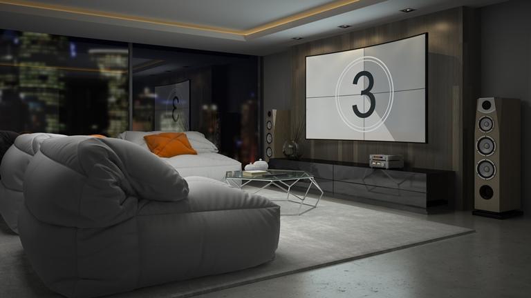 Heimkino mit Sofa, Beamer und Leinwand