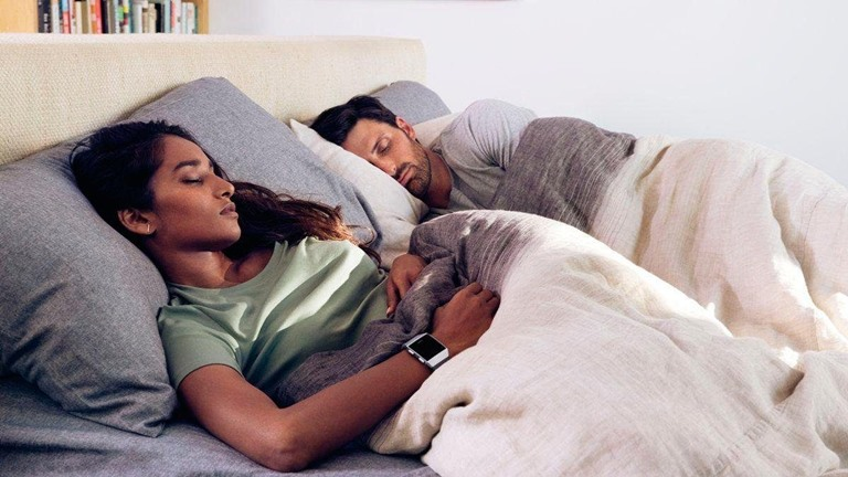 Fitbit: Schlafphasen tracken und Daten analysieren