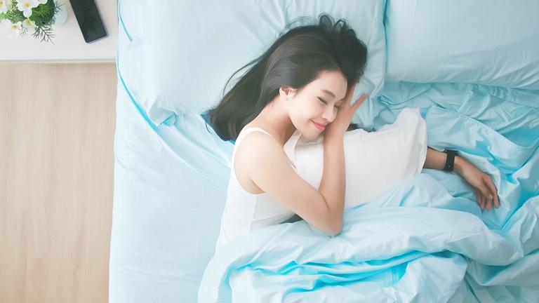 Fitbit Schlafphasen: Wearable trackt Leichtschlaf, Tiefschlaf und REM-Schlaf