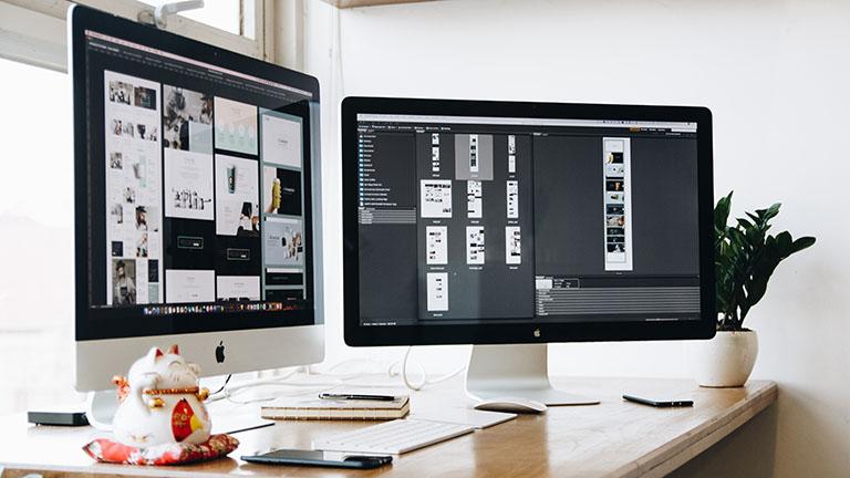 Zwei iMacs nebeneinander