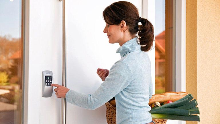 smarte Tür PIN eingeben
