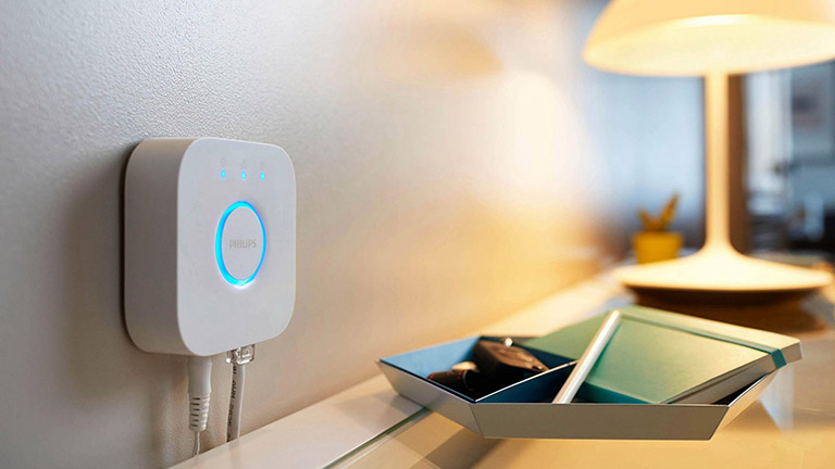Smart-Home-Hub: Smart-Home-Zentrale steuert das intelligente Zuhause