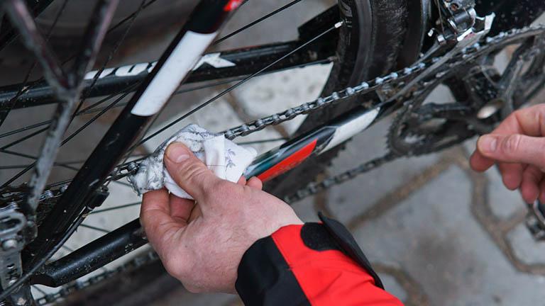 Fahrradkette ölen und pflegen