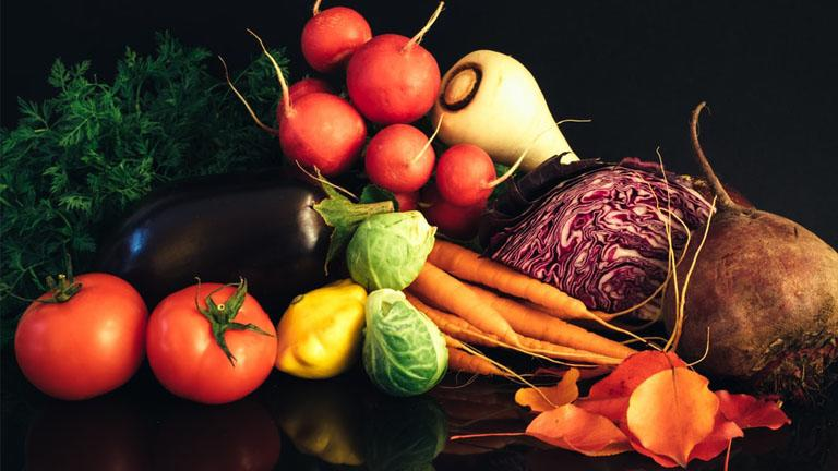 Frische Tomaten, Möhren, rote Bete und anderes Gemüse