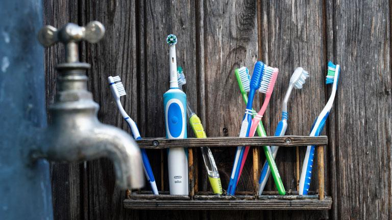 Elektrische Zahnbürste für Kinder: Ab wann und worauf bei der Auswahl achten