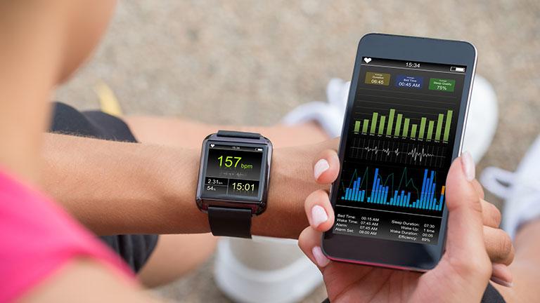 Smartwatch und Fitness-App