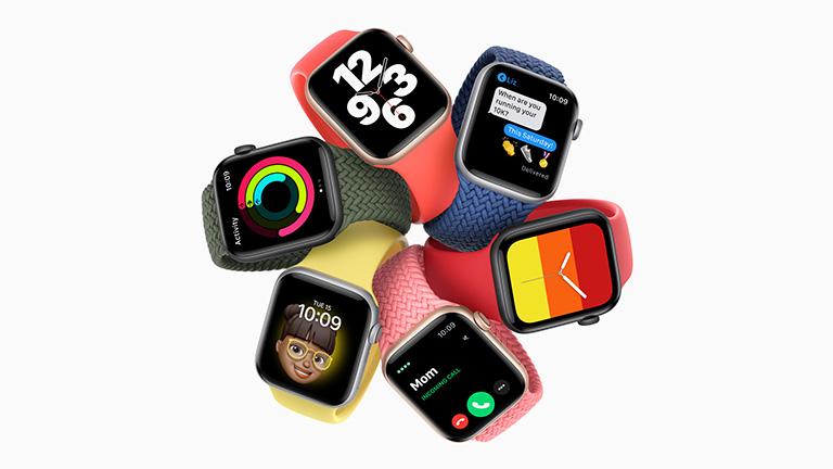 Die Apple Watch SE in sechs verschiedenen Gehäuse-Band-Kombinationen.