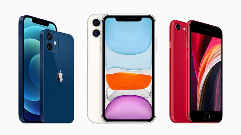 Das iPhone 12 in Blau, das iPhone 11 in Weiß und das iPhone SE als PRODUCT(RED).