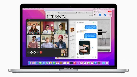 Ein MacBook Pro mit geöffneten Fenstern von FaceTime, Nachrichten und Safari.