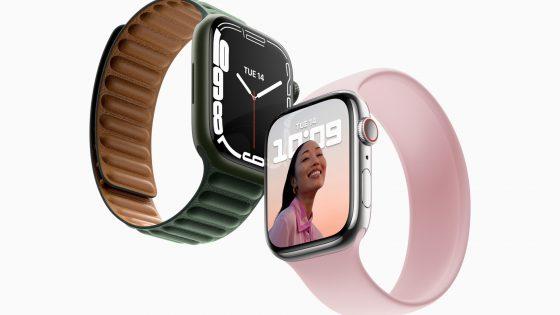 Produktfoto zweier Apple Watch 7 in den Farben Grün und Polarstern.