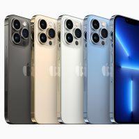 Das iPhone 13 Pro in den Farben Graphit, Gold, Silber und Sierrablau nebeneinander.